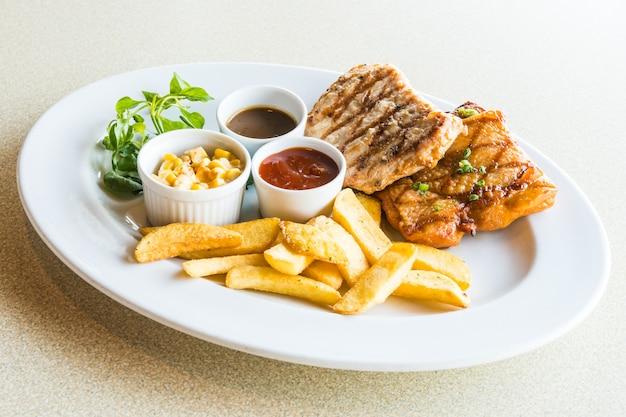 Kotlet schabowy i stek z kurczaka