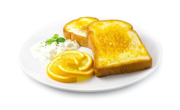 Kotlet z grilla z chlebem i świeżą pomarańczą