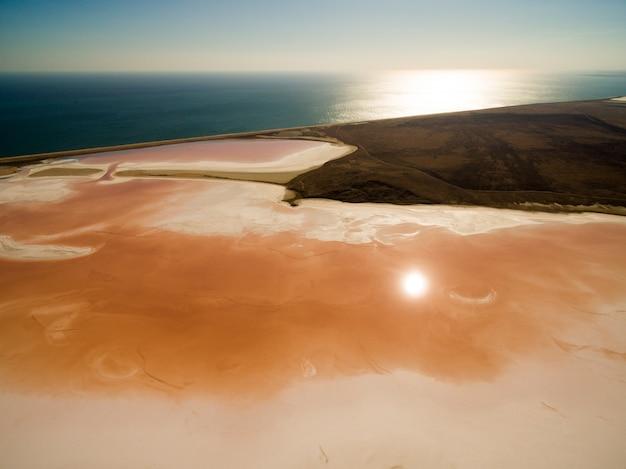Koyashskoe różowe jezioro słone na krymie