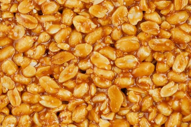 Kozinaki ze złotych, prażonych ziaren orzeszków ziemnych