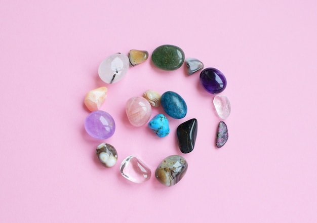 Krąg jest wyłożony naturalnymi minerałami