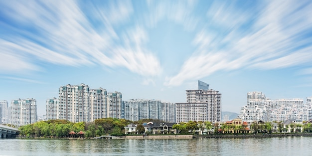 Krajobraz centrum miasta z wieloma budynkami