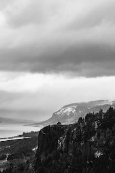 Krajobraz dnia pochmurnego