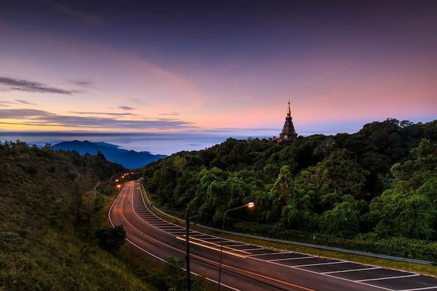 Krajobraz doi inthanon park narodowy, chiangmai prowincja, tajlandia.