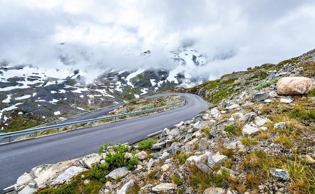 Krajobraz doliny geiranger w pobliżu góry dalsnibba - norwegia