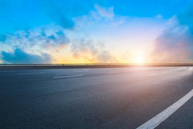 Krajobraz drogi i nieba