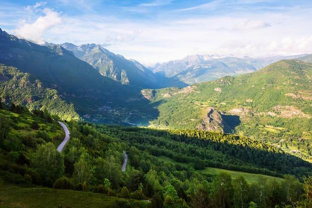 Krajobraz gór lasów. pireneje