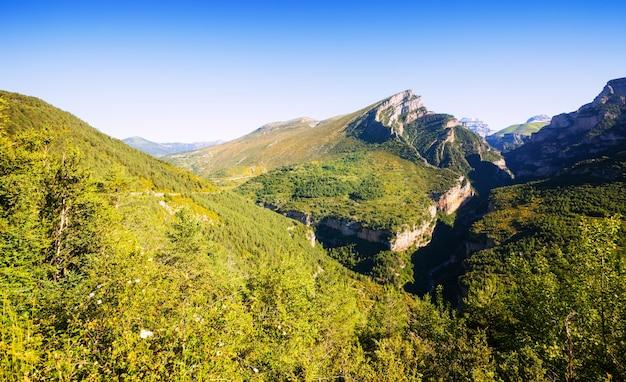 Krajobraz gór pireneje. huesca