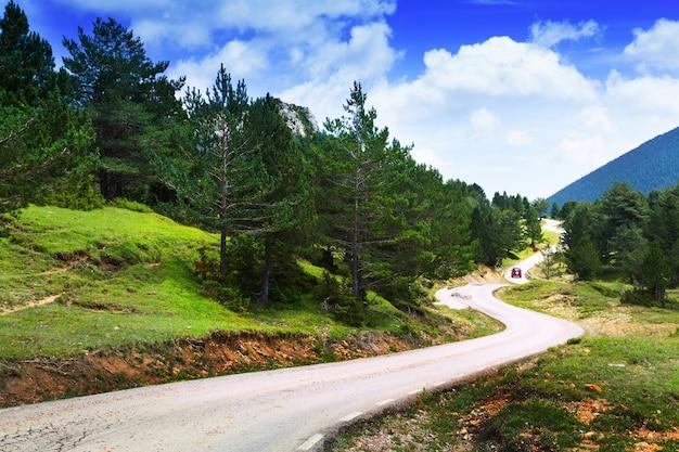 Krajobraz gór z drogi