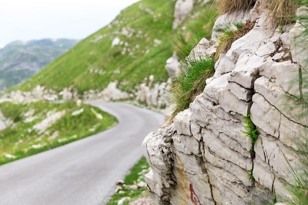 Krajobraz górski i drogowy czarnogóry