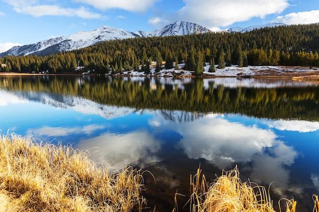 Krajobraz górski w colorado rocky mountains, colorado, stany zjednoczone.