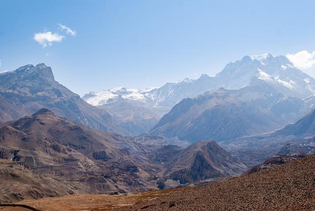 Krajobraz górski w słoneczny dzień