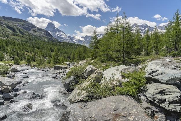 Krajobraz górski w zermatt w szwajcarii