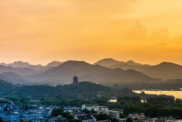 Krajobraz jeziora west w hangzhou