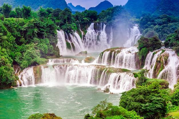 Krajobraz lasu przepływ waterscape dżungli turystyki