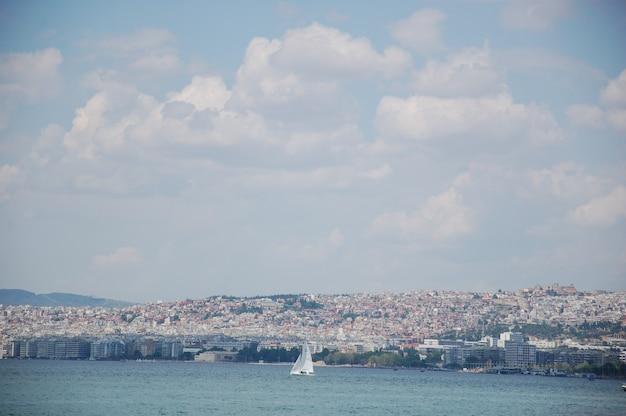 Krajobraz miasta z plażą