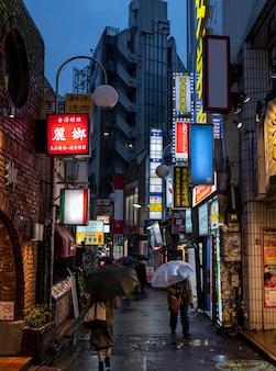 Krajobraz miejski japonii w nocy
