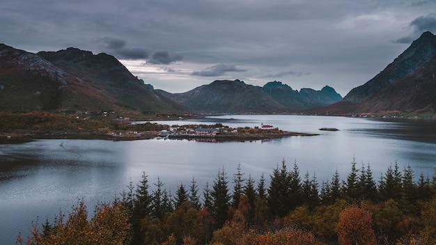 Krajobraz na lofotach w norwegii.