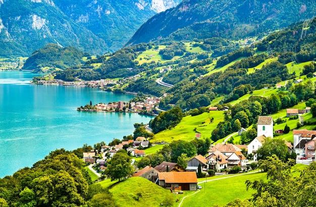 Krajobraz nad jeziorem walensee w szwajcarii