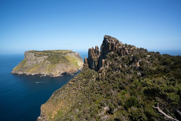 Krajobraz półwyspu tasman na tasmanii w australii