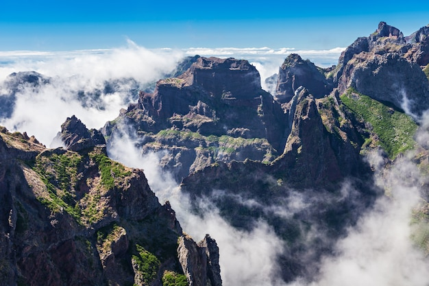 Krajobraz trek pico do arieiro do pico ruivo, wyspa madera, portugalia