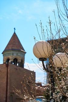 Krajobraz ulicy starego miasta tbilisi. dusza i atmosfera gruzji.