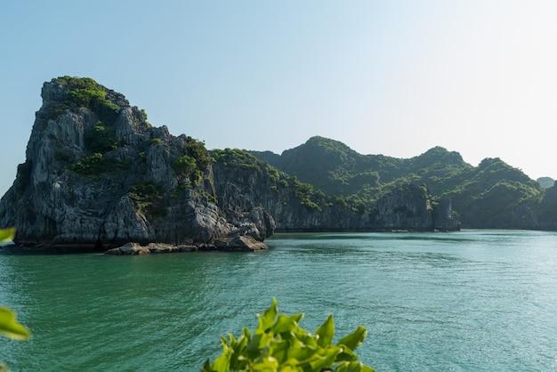 Krajobraz wapienia zatoki halong