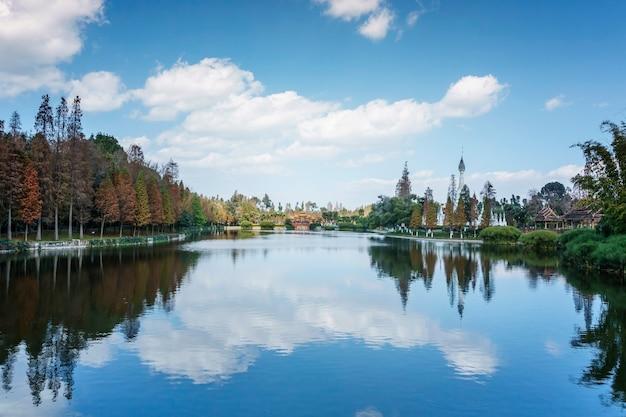 Krajobraz wioski narodowości yunnan, położonej w mieście kunming w prowincji yunnan w chinach.