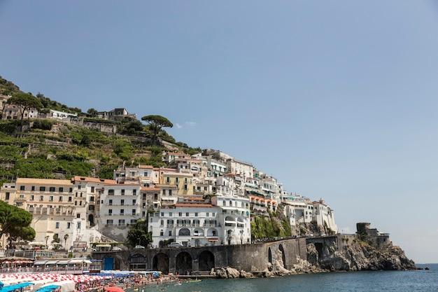 Krajobraz wybrzeża amalfi we włoszech.