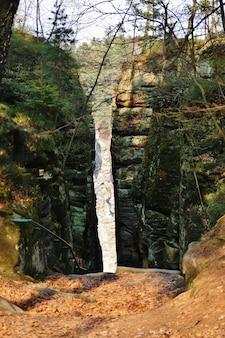 Krajobraz z piaskowcowymi skałami