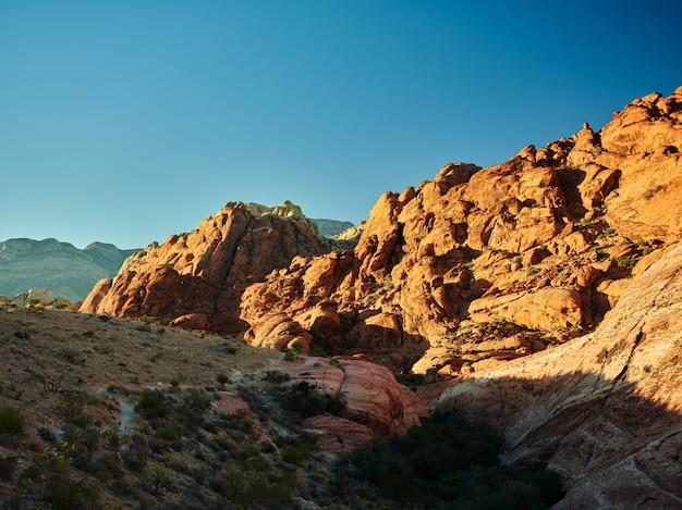 Krajobrazowa fotografia czerwieni skały jaru park narodowy w nevada