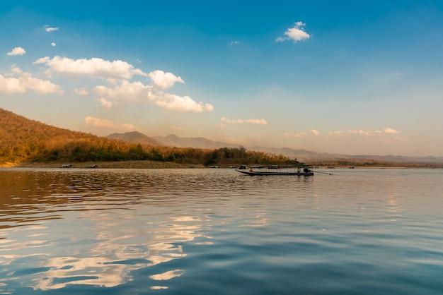 Krajobrazowe obrazy i piękne tło przyrody