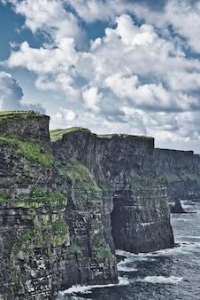 Krajobrazowy seascape wzdłuż dzikiego atlantyckiego sposobu.