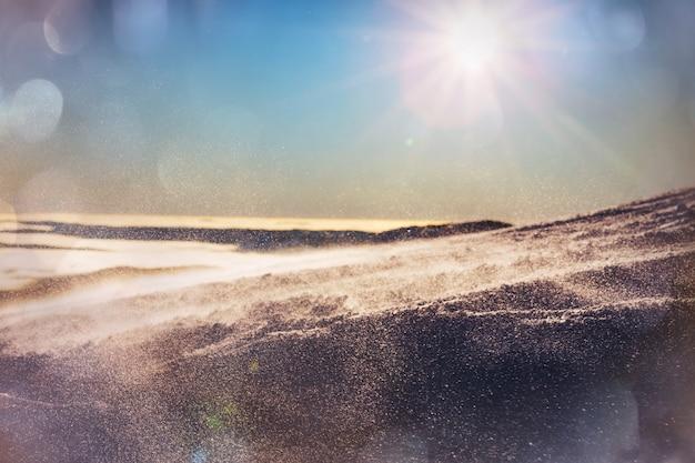 Krajobrazy górskie na zimowe tło bożego narodzenia