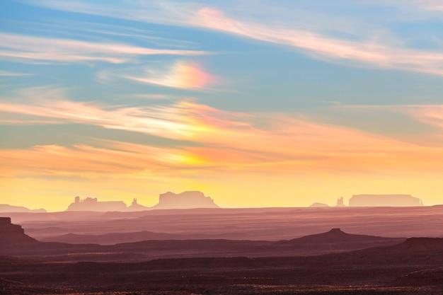 Krajobrazy monument valley, utah, usa