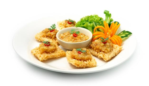 Krakersy ryżowe ze słodkimi krewetkami i sosem wieprzowym