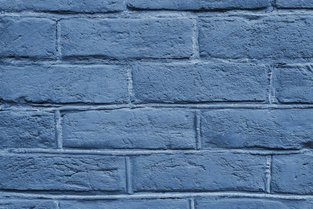 Krakingowa i textured błękit ściana, ściana z cegieł tło. kolor koncepcji roku 2020.