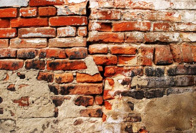 Krakingowy grunge ściana z cegieł tło