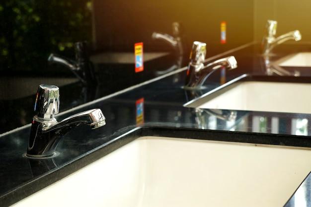 Krany i nowoczesne umywalki