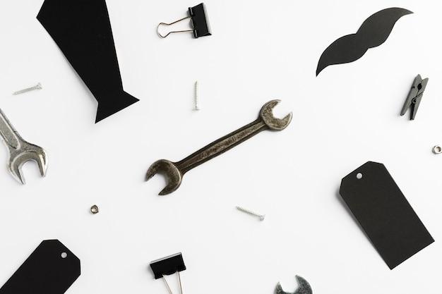 Krawat i narzędzia dla ojca