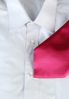 Krawat na koszuli z bliska