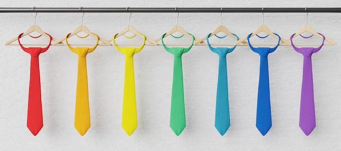 Krawaty zawieszone na drewnianych wieszakach w kolorach tęczy