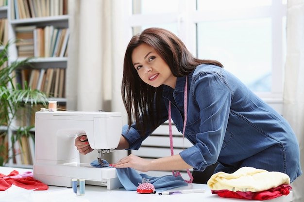 Krawcowa pracująca w domu