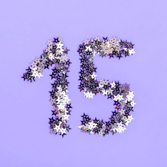 Kreatywna aranżacja na imprezę quinceañera ze srebrnymi gwiazdkami