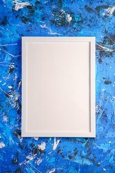 Kreatywna fakturowana powierzchnia z plamami i białą ramką