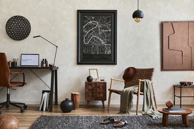 Kreatywna kompozycja eleganckiego męskiego wnętrza salonu z makietą ramy plakatowej, brązowym fotelem, biurkiem przemysłowym i akcesoriami osobistymi. szablon.