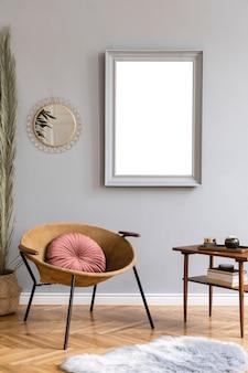 Kreatywna kompozycja przytulnego i stylowego wnętrza salonu z makietą ramki plakatowej szablon