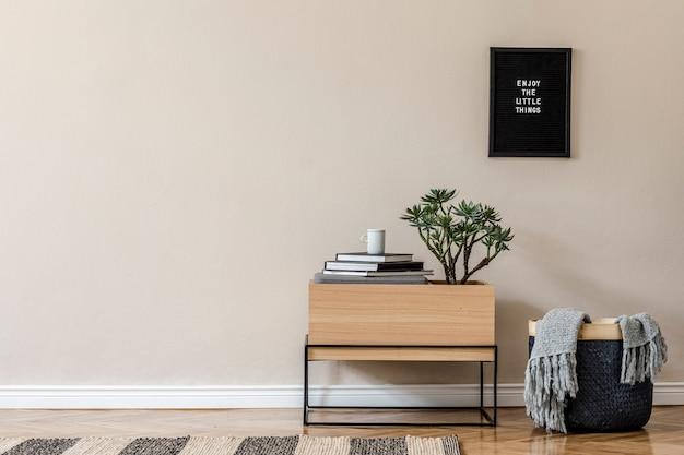 Kreatywna kompozycja stylowego wystroju holu/salonu z drewnianą komodą i dodatkami. ściany neutralne. skopiuj miejsce.