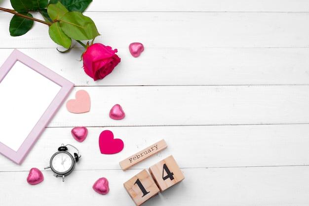 Kreatywna romantyczna kompozycja na walentynki