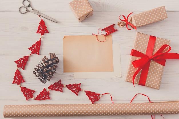 Kreatywne hobby diy, ręcznie robione pudełko na prezent na boże narodzenie